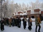 Крестный ход к Дому Милосердия в день памяти святителя Николая 2005 год