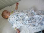 Малыши из детских домов часто лежат в клинике им. Мешалкина и персонал не имеет возможности за ними присматривать